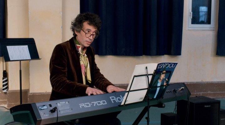la-famille-belier-un-professeur-de-musique-peu-vraisemblable