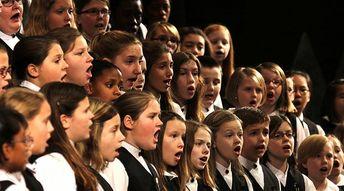 Deux heures de chorale dans les écoles et les collèges
