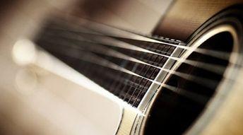 Jouer de la guitare dans un groupe