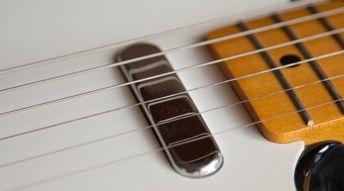 Pourquoi ma guitare se désaccorde-t-elle?